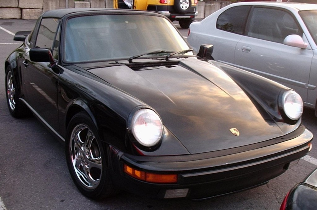 Porsche 911... or is it 90210? (photo: Bull-Doser, Wikimedia Commons)