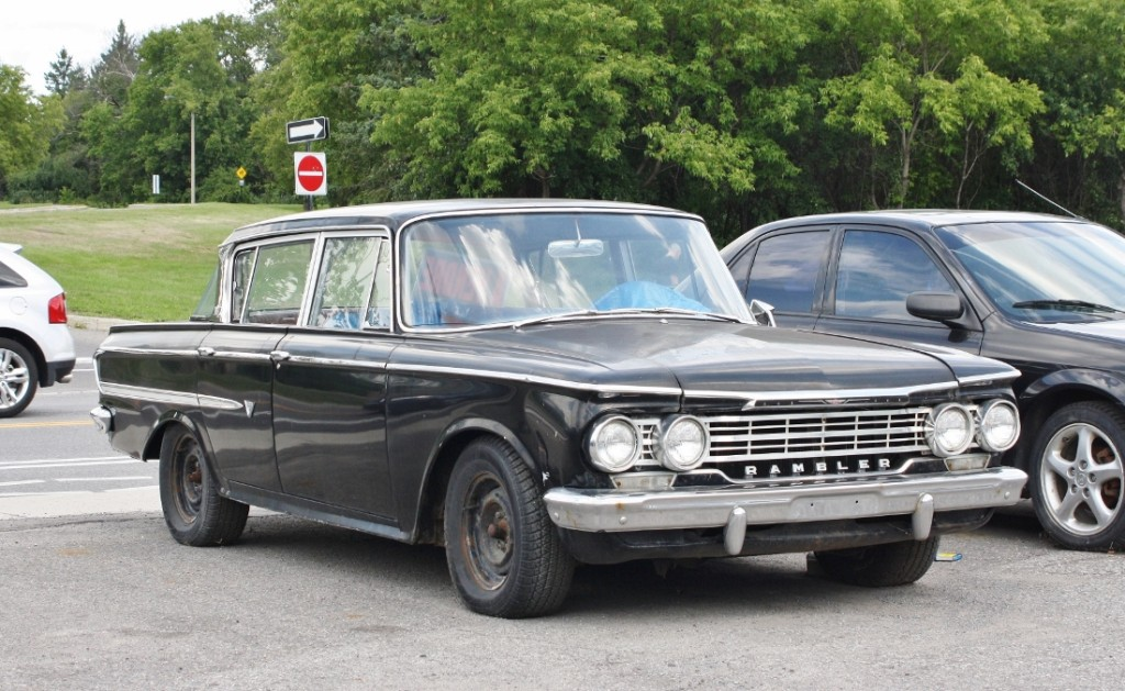 1961 (AMC) Rambler Classic, spotted in Gatineau (Hull sector) Quebec.