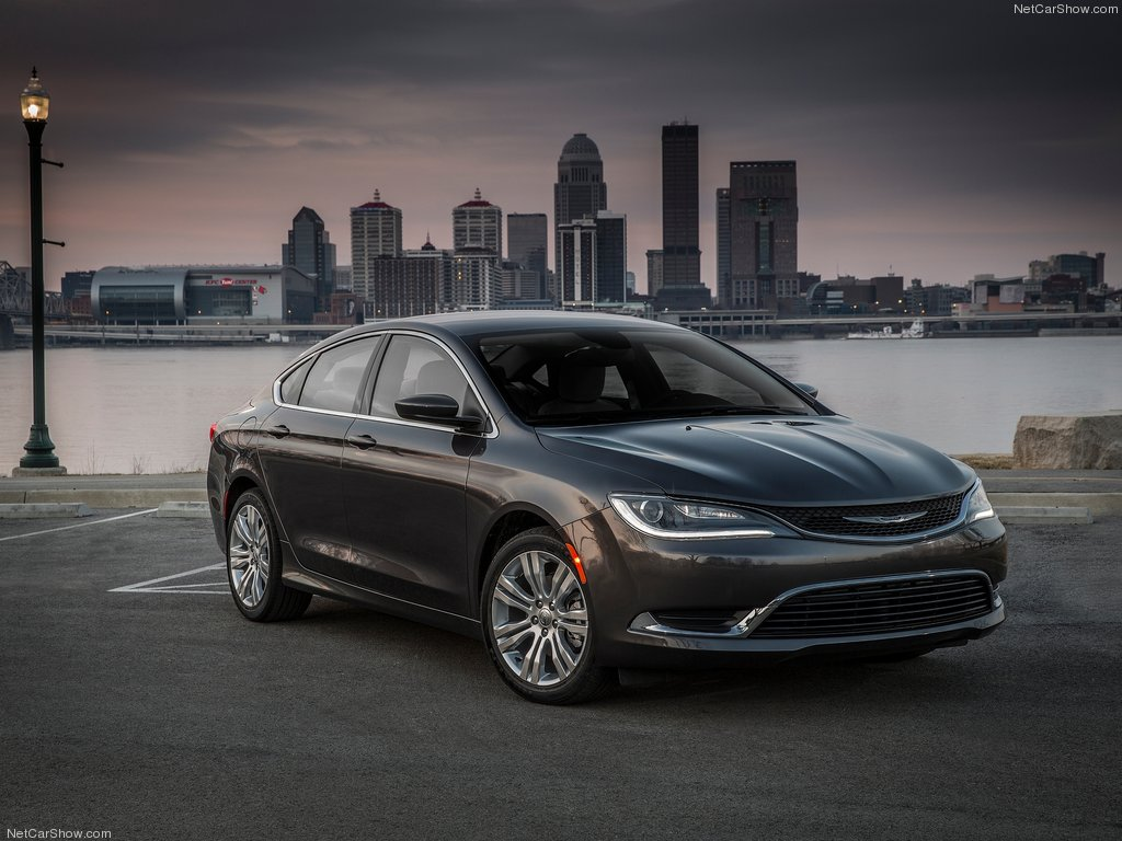 The 2015 Chrysler 200 has little in common with its predecessor (photo: NetCarShow.com)