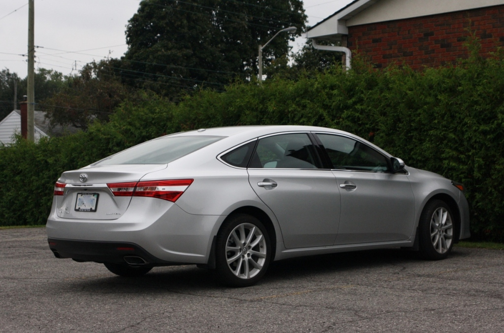 2014 Toyota Avalon: more style, less dust.