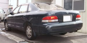 First generation (1995-1999) Toyota Avalon, featuring the absence of straight lines that characterized the decade in automotive styling (photo: TTTNIS/Wikimedia)