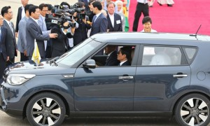 Pope Francis cruises in a Kia Soul (in Seoul), August, 2014. (Photo: Yonhap/EPA)
