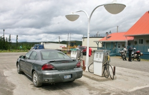 Between Baie-Comeau and Fermont, 562 km of mostly unpaved driving, there are two gas stations. You'll use at least one of them.