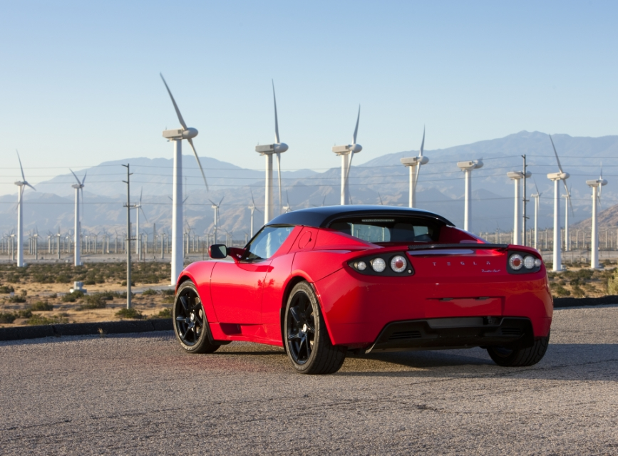 The Tesla Roadster (2008-2012) will soon benefit from an upgrade package that will give it 400 miles of range (Image: Tesla Motors)