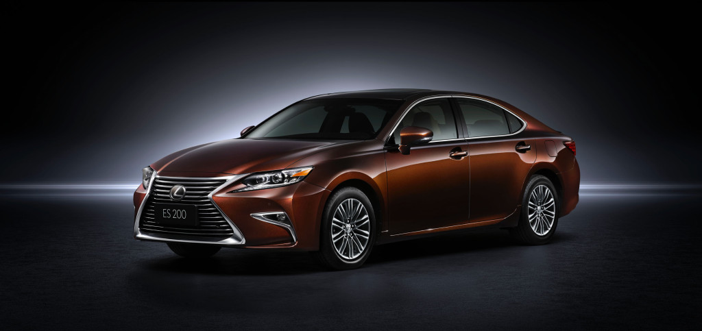 The Lexus ES 350, now with new grille (Image: Toyota Motor Corporation)